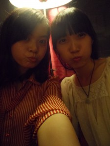 This might be the Chinese equivalent of duckface.